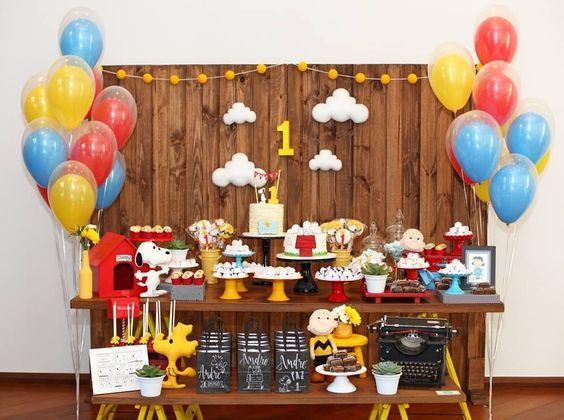 Amor a primeira vista por esta Festa Snoopy. Linda, delicada e super charmosa. Decoração Petite Partie Festas. Lindas ideias e muita inspiração! Bjs, Fabiola Teles. ...