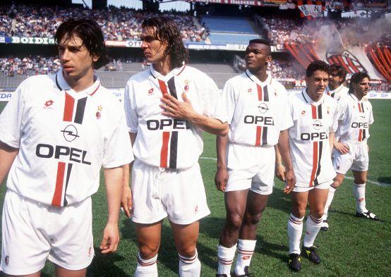 Demetrio Albertini, Paolo Maldini, Marcel Desailly y Roberto Baggio en Delle Alpi.
