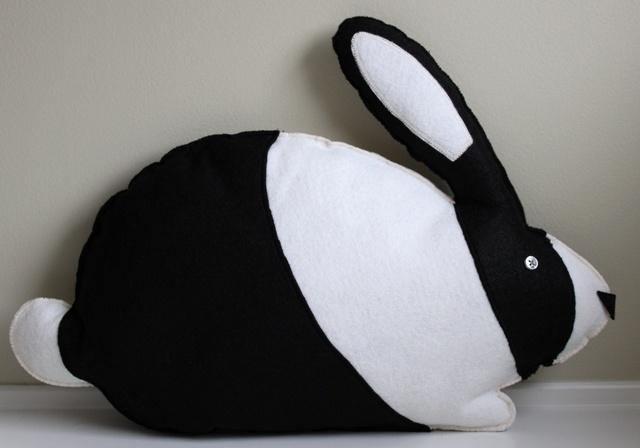awwww dutch bunny pillow!