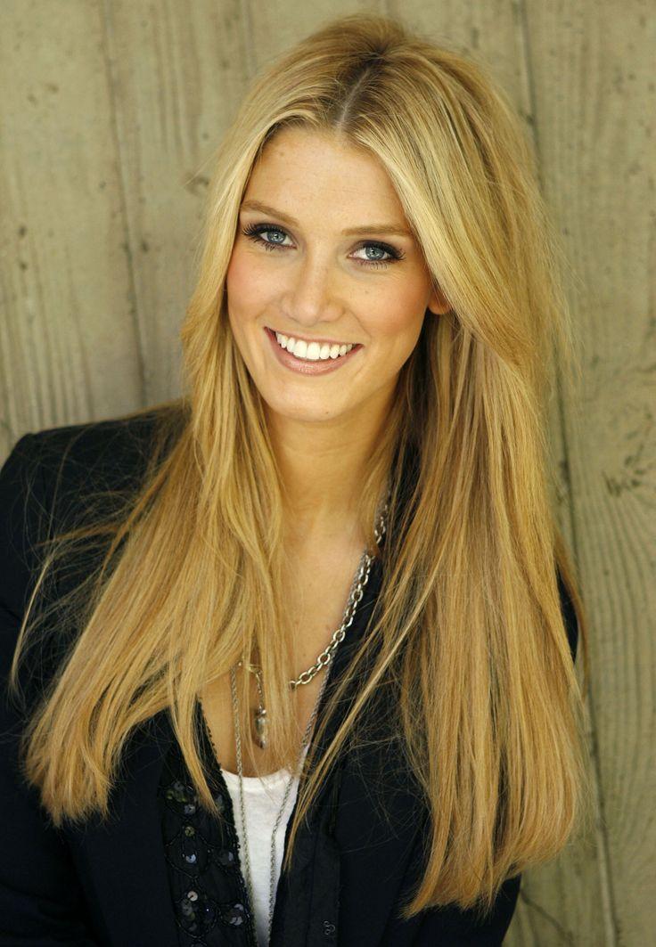 Delta Goodrem - hair and makeup