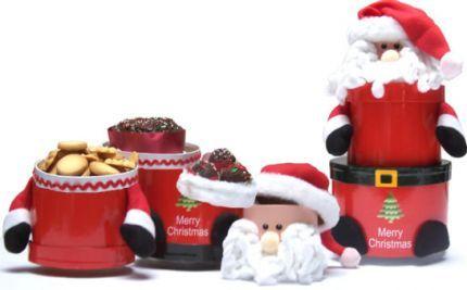 El niño Dios es la representación de navidad en Bogotá, pero la globalización le ha ganado terreno y Papá Noel marca una mayor connotación. Puede enviarlo desde el frio norte cargado de galletas, popcakes y ponqués. Serán formas agradables de compartir desde tan lejos USD$35
