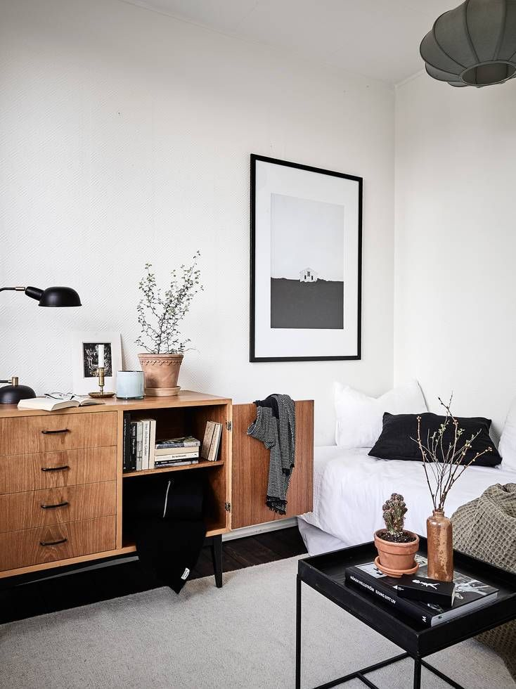 Dark wood and warm colors - via Coco Lapine Design