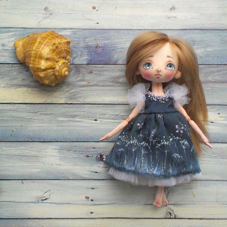 В полный рост Платье расписано мной Продана #куклымаринызагребиной #текстильнаякукла #интерьернаякукла #ручнаяработа #сделанослюбовью #сделановроссии #воткинск #handmaddoll #handmade #madewithlove #madeinrussia #votkinsk