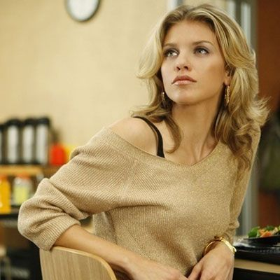 Naomi Clark on 90210 Love her hair..!!!