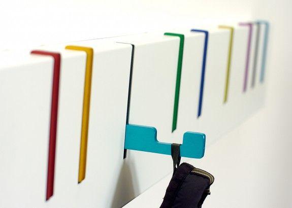 Finfin klädhängare med krokar som fälls upp när de inte används: Symbol Coat Rack: Color detail