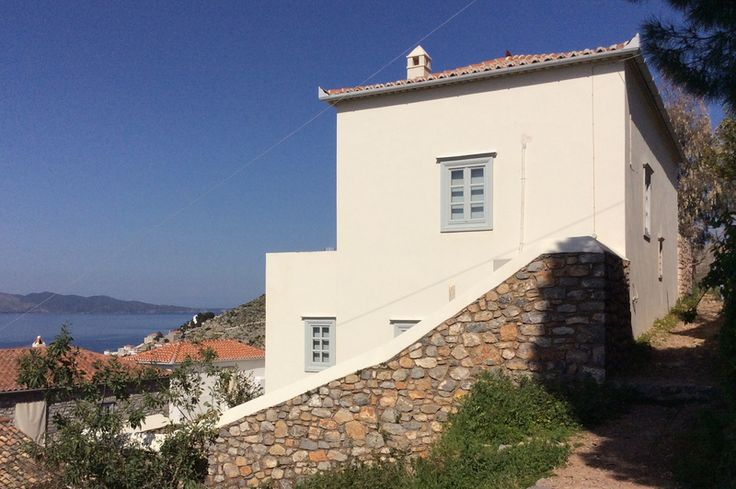 Even Keel private holiday house to rent for self-catering holidays in Hydra Island, Greece. Greek islands holiday destinations