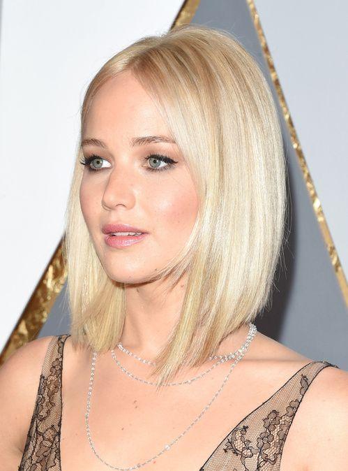 Le blond platine de Jennifer Lawrence à la cérémonie des Oscars 2016
