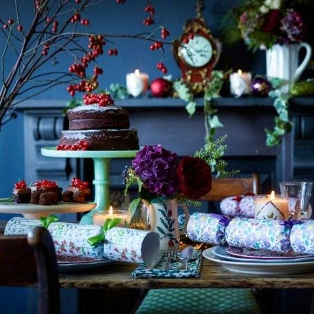 beautiful ways to decorate your christmas table christmas interiors decorating ideas red - Christmas Interior Decorating