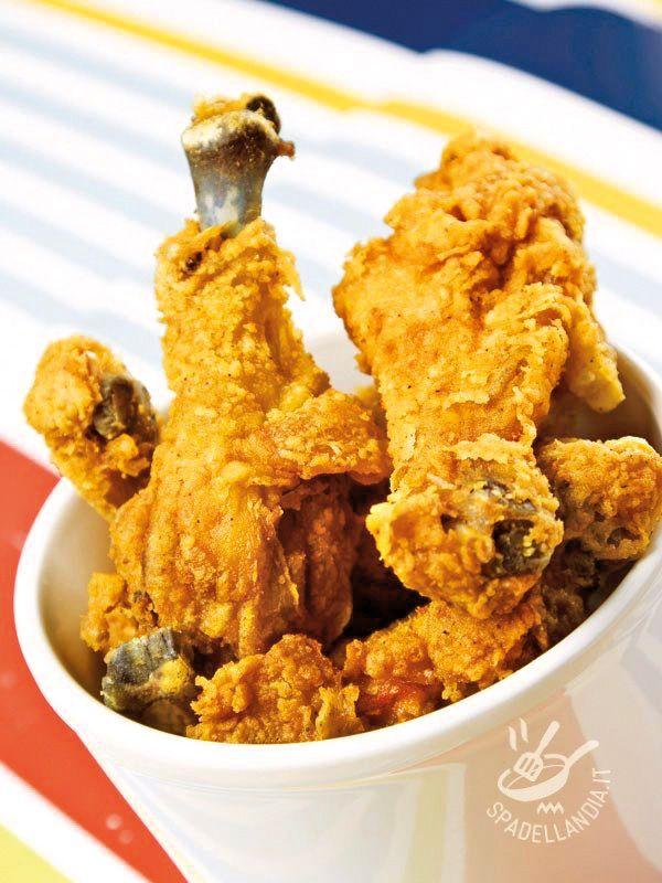 Se vi piace il fritto all'americana, e non vedete l'ora di gustarvelo davanti alla Tv, correte a preparare le Cosce di pollo fritte all'americana!