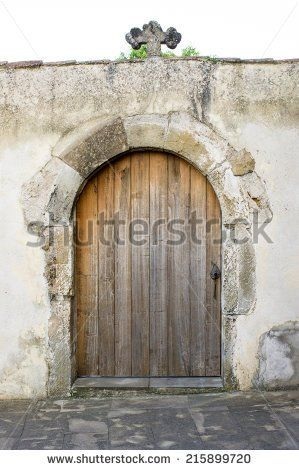 stock-photo-old-wooden-door-with-stone-round-arch-215899720.jpg (299×470)