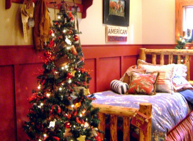 49 best images about christmas bedrooms on pinterest - Best christmas bedroom decoration ...