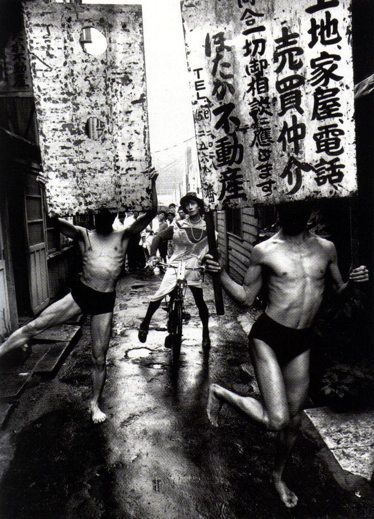 Kazuo Ohno, Tatsumi Hijikata and Yoshito Ohno in the street of Shimbashi, Tokyo, [1960]    Photographed by William Klein