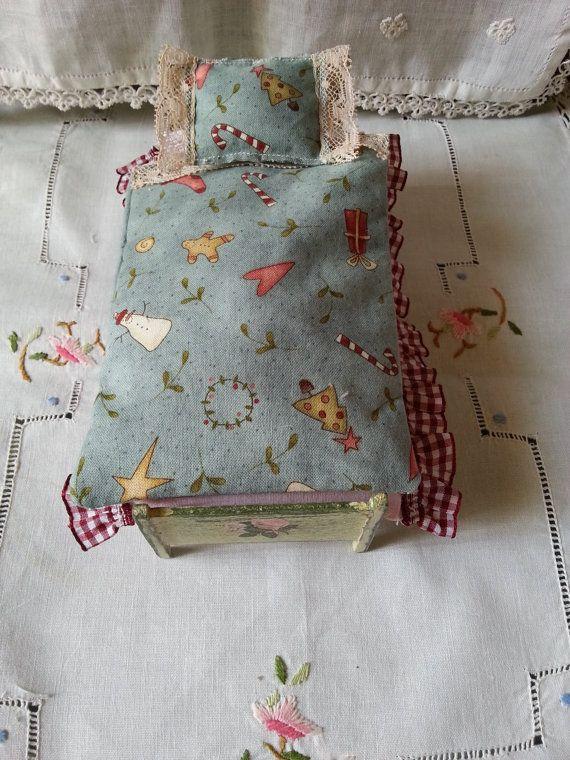 Bed single  christmas  dollhouse  scale 1.12 by LaboratoriodiManu