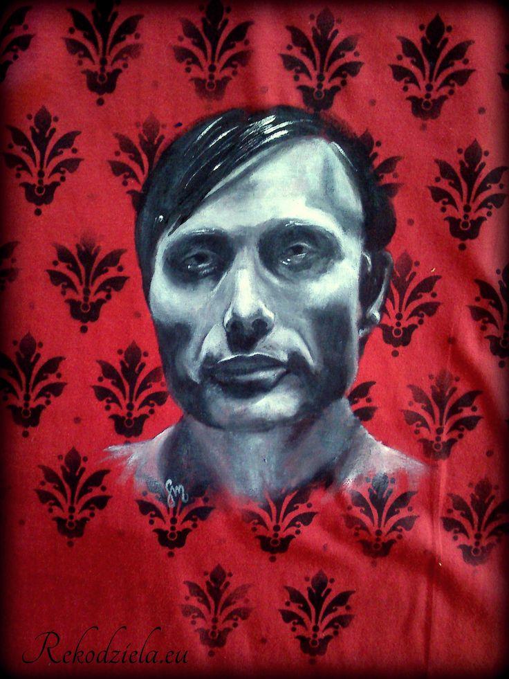 #HannibalLecter - namalowany przeze mnie na koszulce. Wykorzystałam szablon z ornamentami, który tworzy eleganckie tło; sam Lecter malowany pędzelkami :)