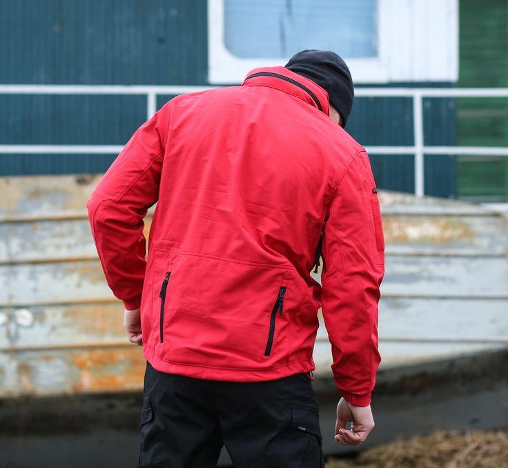 Softshellová bunda Artaxes v červenej farbe od výrobcu Pentagon.  http://www.armyoriginal.sk/1728/138749/bunda-artaxes-cervena-pentagon.html