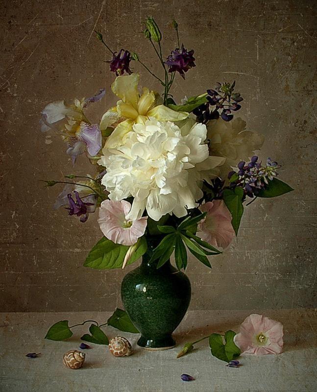 Floral Arrangement - Julia Tellez
