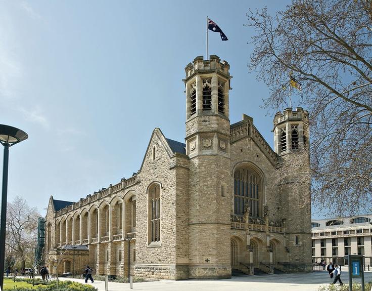 أحد مباني جامعة أديلايد  One of Adelaide University Buildings