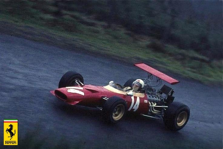 6. Alfredo Ferrari kısa zamanda kendisini geliştirerek genç ve yenilikçi beyniyle babasının gurur duyabileceği bir evlat olur ve 1951'de adına kendi ismini verdiği otomobili tasarlayıp geliştirir.