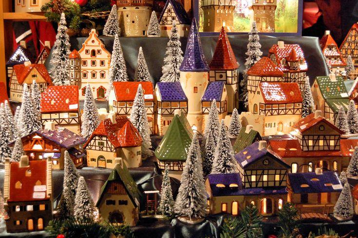 christmas-market-germany-houses_67856653.jpg (1000×665)