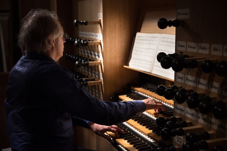 Nr. 119 in the series 'All of Bach' by the Netherlands Bach Society: BWV 579 'Fugue in B minor' performed by Leo van Doeselaar on the organ of the St. Catherine's Church in Hamburg, Germany. ( 2016 / 20 )