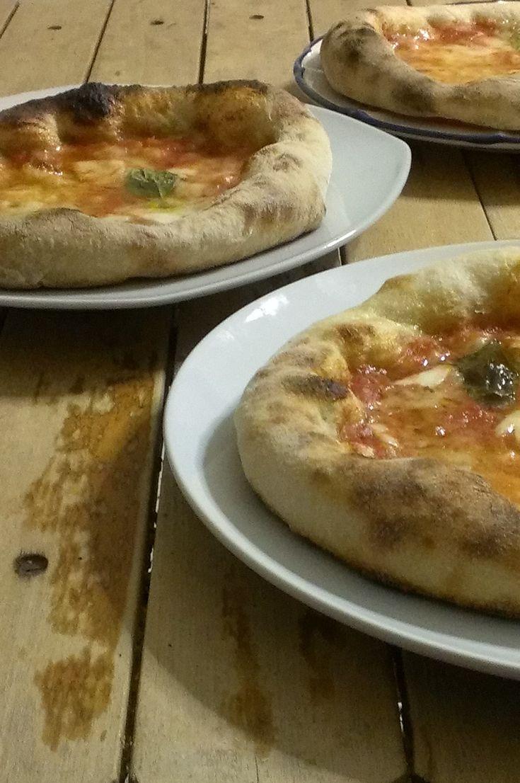 Pizza+al+piatto+con+lievito+madre+per+fornetto+Ferrari+Pizza+Express