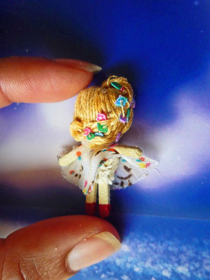 "Muñeca de trapo miniatura 1 1/2"" ( espalda). Miniature rag doll 1 1/2"" (back). By Georgina Verbena"
