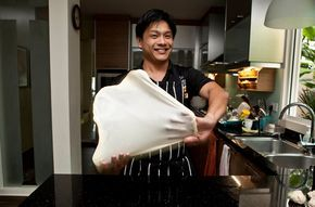 How to Make Roti Prata aka Roti Canai: Everything you need to know! - ieatishootipost