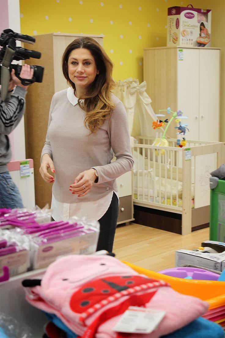 Horváth Éva modell is nálunk nézelődik, ugyanis tavasszal kisfiút hoz majd világra! #horvatheva #babátvár #babaszafaribababolt #pregnantwoman #babystuff #babyshop