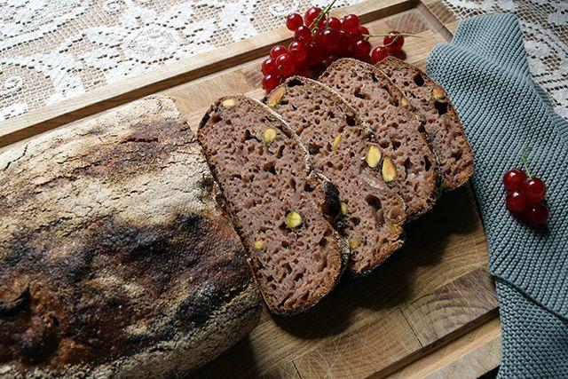 Cathrine Brandt » Groft brød med ribs og pistacienødder