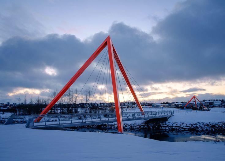 Red pyramids bridges in Reykjavík by Teiknistofan Tröð ...