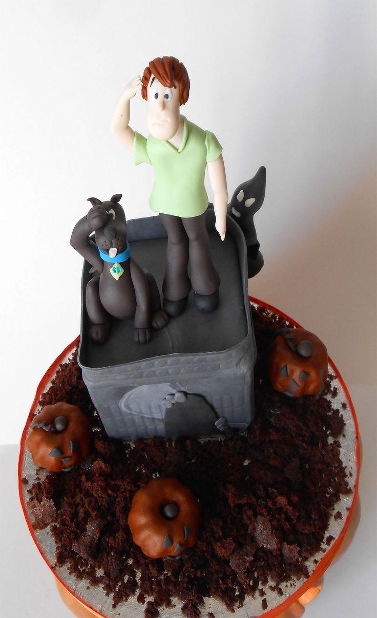Castello stregato e zucchette decorate in pasta di zucchero..Shaggy e Scooby decorati a mano