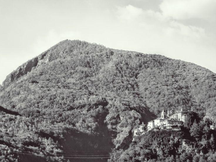 #sacrimontisocial #sacromonte #varallo Vista Sacro Monte di Varallo dal rifugio Soster UNESCO