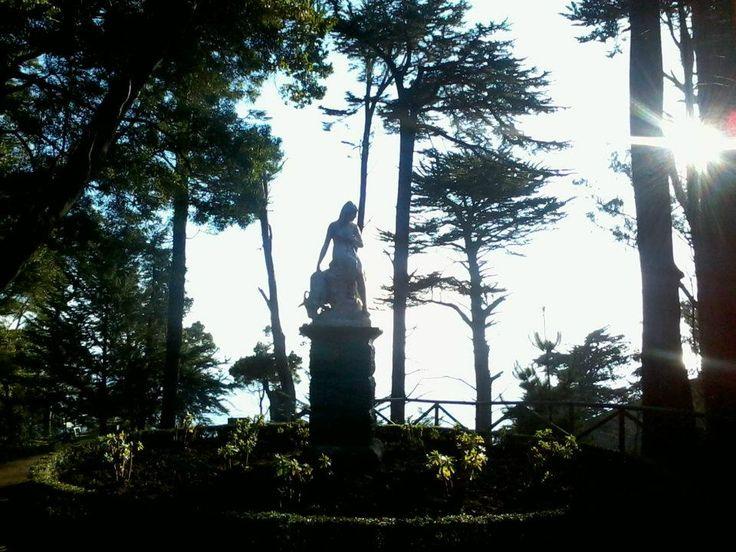 Escultura del Parque Isidora Cousiño de Lota. El parque cuenta con 27 esculturas de fierro fundido las que uno puede apreciar en el recorrido por el parque.