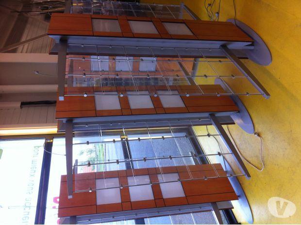 totems ossature m tallique et bois panneaux plexiglass mat riaux equipement pro pas cher d. Black Bedroom Furniture Sets. Home Design Ideas