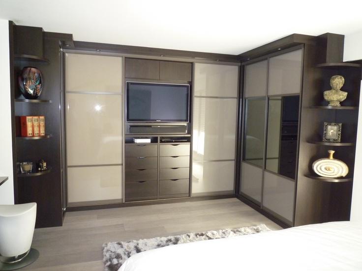 dressing en u ferm par portes coulissantes et emplacement tv dressing pinterest dressing. Black Bedroom Furniture Sets. Home Design Ideas