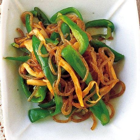きのことピーマンの韓国風きんぴら | 瀬戸口しおりさんのおつまみの料理レシピ | プロの簡単料理レシピはレタスクラブニュース