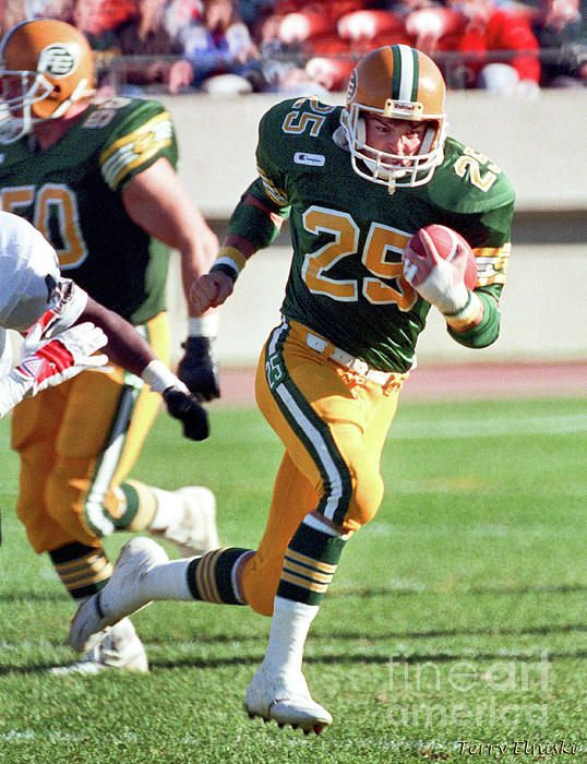 Action photograph taken of Edmonton Eskimos receiver Tom Richards #25 against the Ottawa Rough Riders, 1988.