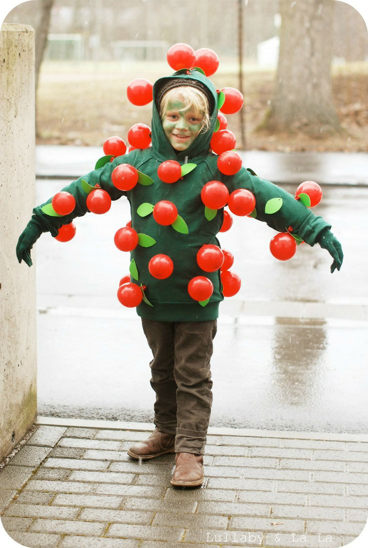 Apple tree costume with small balloons