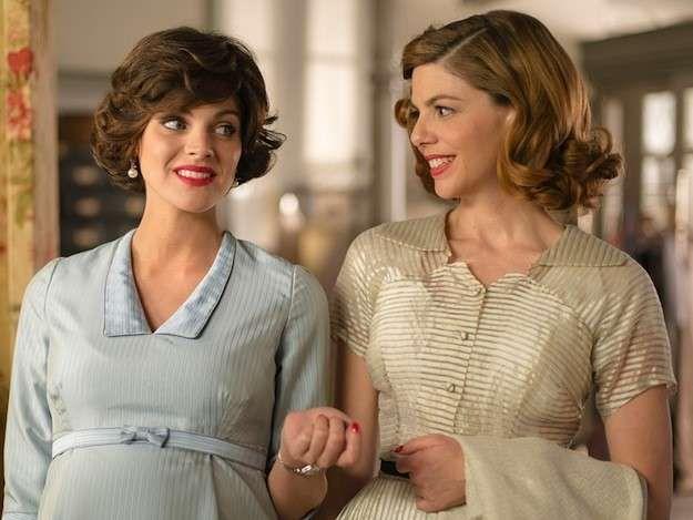 Los looks y el vestuario de la primera temporada de Galerías Velvet: Fotos del vestuario - Velvet vestido azul embarazada