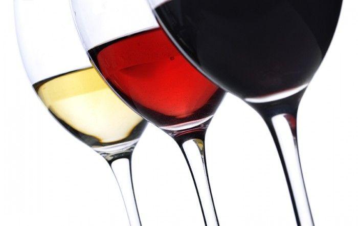 Copas llenas de vino - bodega en casa Wines Suite | #bodegaencasa #vinoteca #bodegaprivada #bodegadevinos #vino #winessuite #bodegadeguarda  🍾 🍾  Wines Suite - Bodega en casa 🍾🍾  more photos in http://www.winessuite.com/