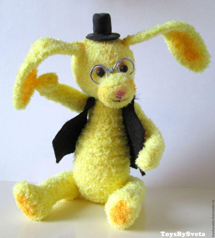 Купить Вязаная игрушка Кролик Учитель - желтый, лимонный, кролик, игрушка ручной работы, амигуруми
