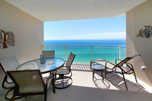 Emerald Beach 1836 Condo Panama City Beach (Florida) Located 1 km from Gulf World Marine Park in Panama City Beach, this apartment features free WiFi. Emerald Beach 1836 Condo boasts views of the sea and is 2.1 km from Russell-Fields Pier. Free private parking is available on site.