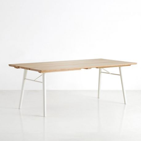 Avec la table rectangulaire en bois Split, c'est le style naturel du design scandinave qui entre chez vous. Avec ou sans rallonges, en bureau ou table de repas