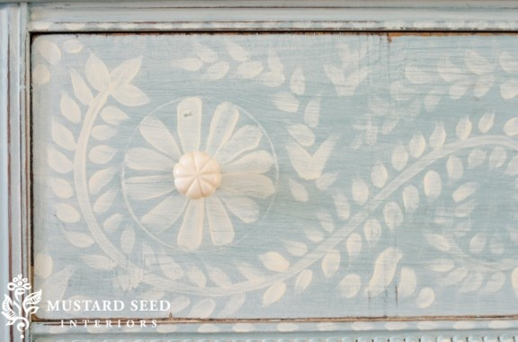 freehand designFurniture Block, Colors Combos, Painted Chest, Painting Furniture, Painting Design, Paint Colors, Miss Mustard Seeds, Seeds Blog, Painting Colors