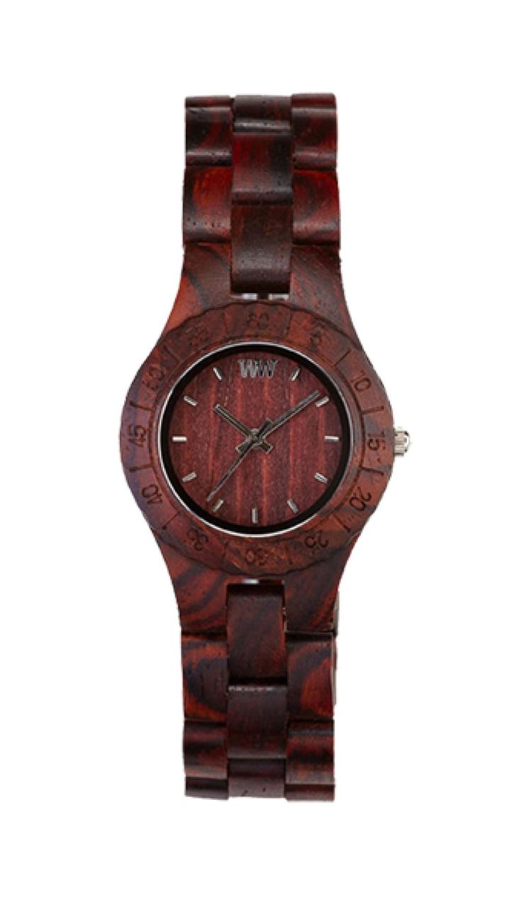 Exkluzivní hodinky WeWood pro ženy.  Ztělesněná klasika – to jsou hodinky WeWood MOON Brown. Jednoduchý design a barva, které ovšem nikdy nevyjdou z módy, neboť v ní mají pevně zakotvené své místo v průběhu věků. Čokoládový odstín břestovcového dřeva výborně ladí k jakékoliv pleti.
