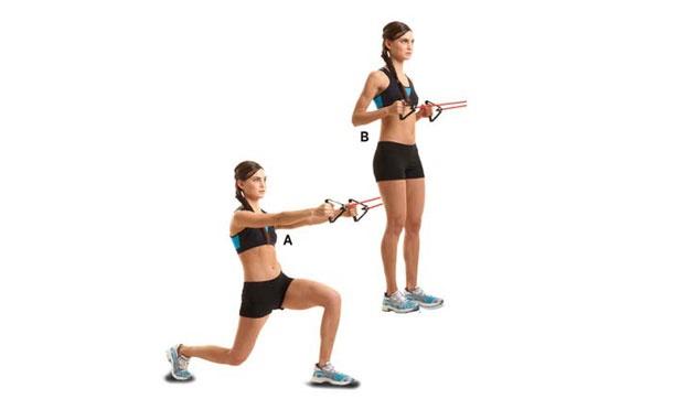 5. Soco invertido com linha.Enrole um elástico resistente ao redor de um objeto firme na altura do peito e segure as alças com as duas mãos, com as palmas voltadas uma para a outra. Estique o elástico e estenda os braços para a frente. Dessa posição, ponha o pé direito para trás e dobre os dois joelhos (A). Fique de pé, rapidamente puxe as alças em direção ao peito, com os cotovelos próximos ao tronco (B). Faça dez repetições e faça o mesmo com a perna esquerda.