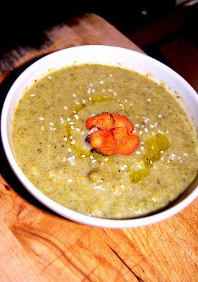 Una gatta in cucina: Zuppa di broccoli con chips di carote con sale rosso