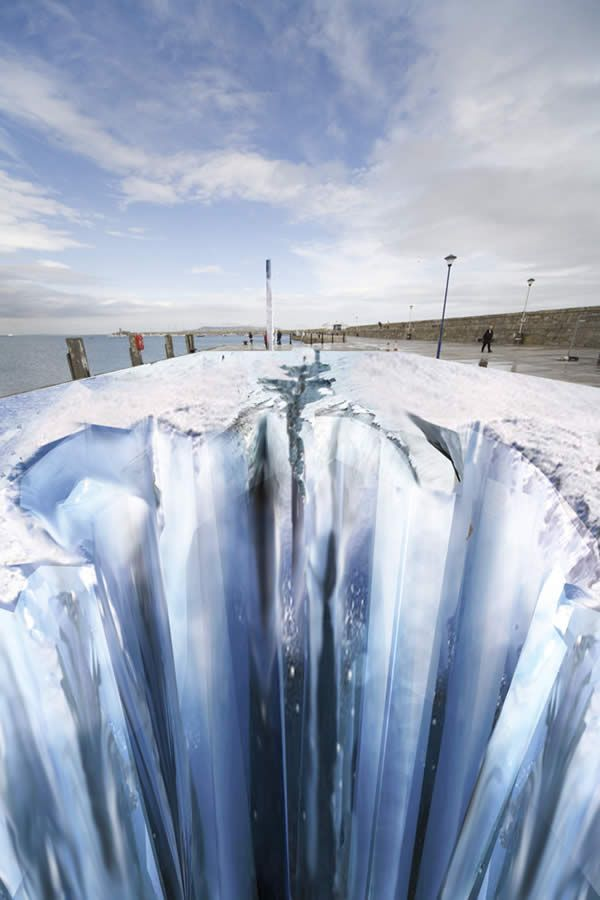First I thought this was Photoshop and I thought it was cheesy. Then I read that these are actually giant street paintings... and I thought it was pretty amazing. Taking sidewalk chalk to a whole other level. #street #paintings #illusion #EdgarMuller