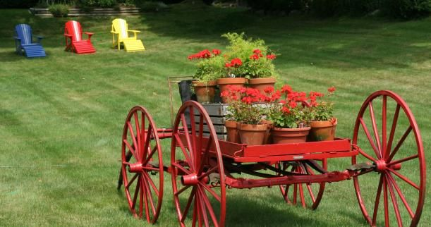 Wish i had an Old Wagon to stick in my Garden too!  They are so hard to find, been looking for years...