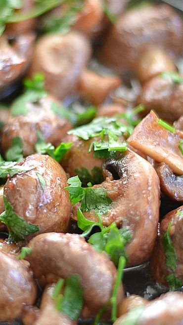 Sauteed Mushrooms with Red Wine and Garlic